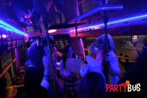 disfrazadas en el party bus de Madrid