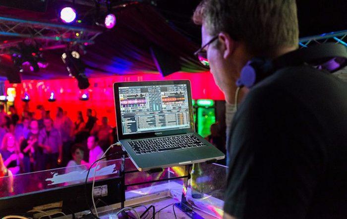 pinchando en discoteca MON Madrid