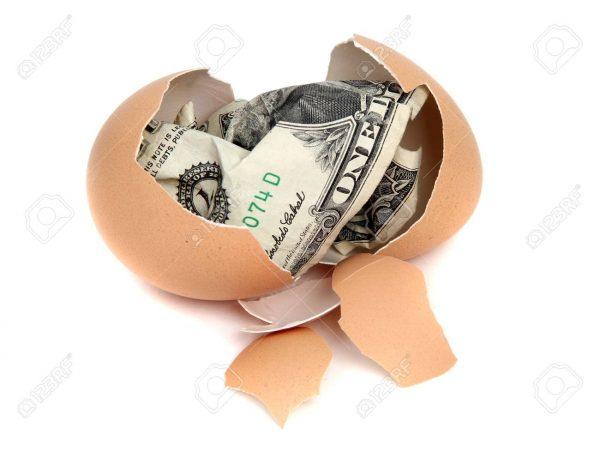 huevo con dinero