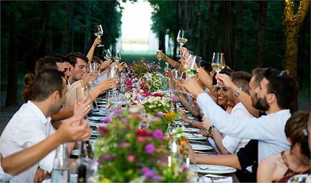 personas si excusas para no ir a una boda