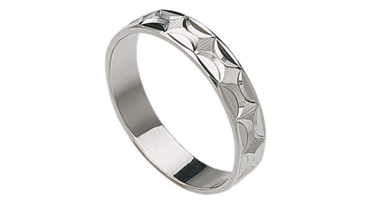 anillo de Boda de oro blanco con diseño geométrico