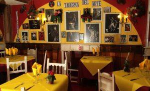 interior del restaurante con arte