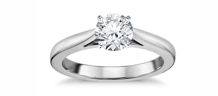anillo clásico en montura catedral