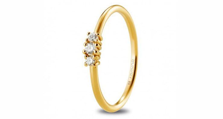 anillo de oro y 3 diamantes