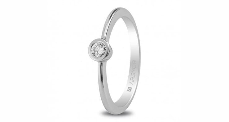 Solitario de oro blanco con diamante de 010CT