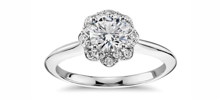 anillo de halo floral