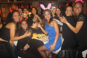 fiesta de chicas en kamasutra