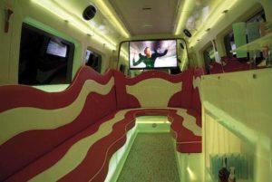 interior del minibus para despedidas