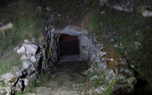 pasadizo secreto en el monasterio