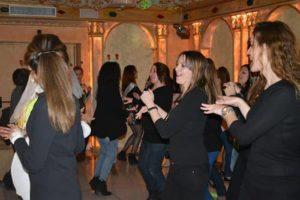 bailoteo en el restaurante karaoke