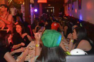 cena en el restaurante karaoke